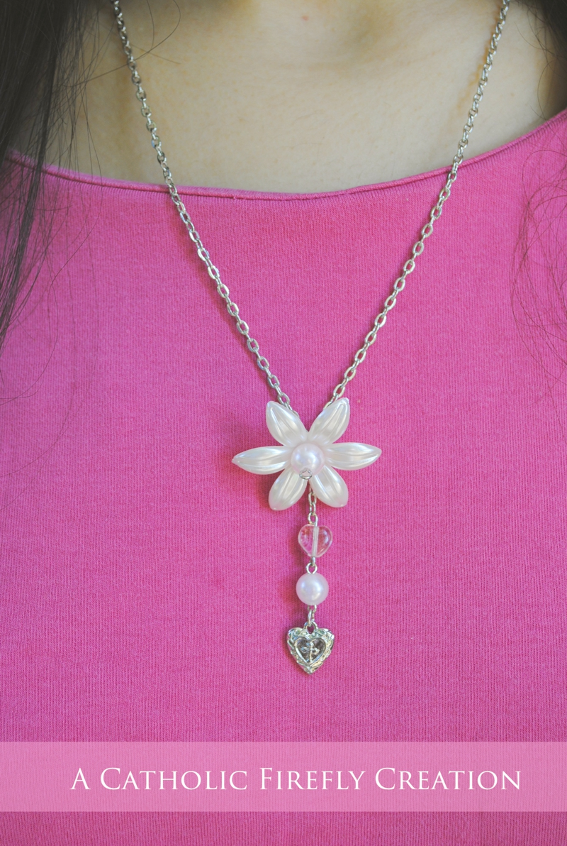 pearlflowernecklace